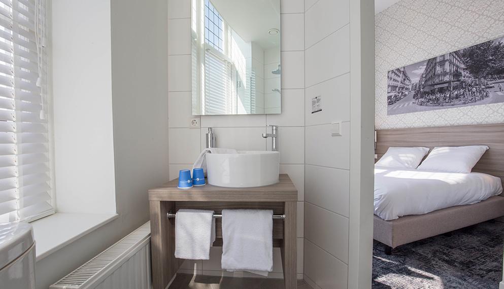 Badkamer glaswand unique kleine badkamer met douche bad wastafel